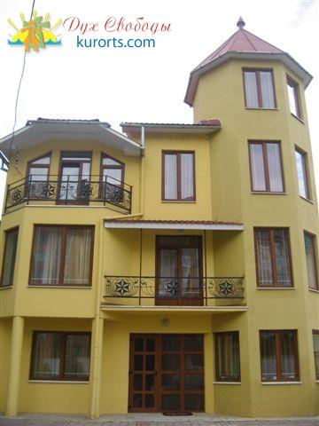 Фасад отеля Альфа