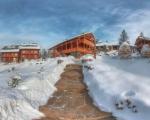 Вид на готель Коруна (зима)